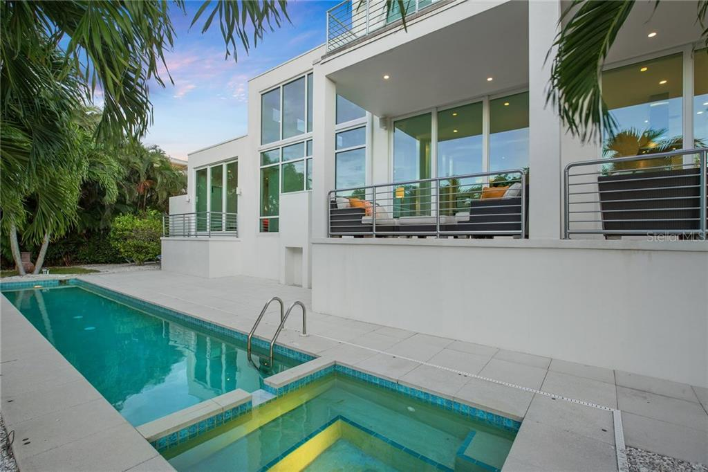 Additional photo for property listing at 687 Jungle Queen Way 687 Jungle Queen Way Longboat Key, Florida,34228 Vereinigte Staaten