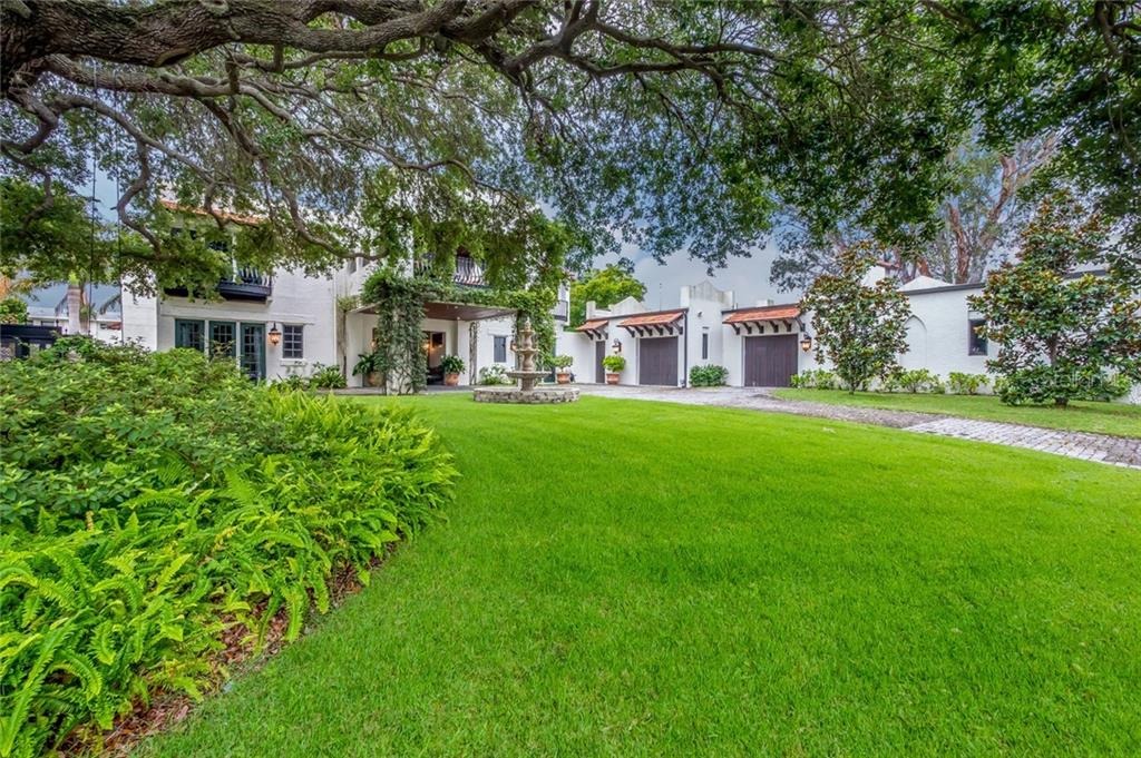 Single Family Home for sale at 903 Osborne Dr, Sarasota, FL 34234 - MLS Number is A4405918