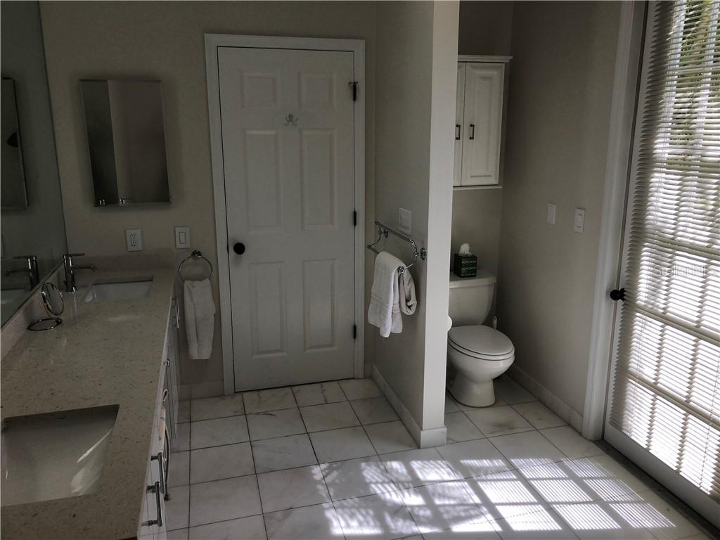 Master Bath w/tub 1st FL - Single Family Home for sale at 3452 Mistletoe Ln, Longboat Key, FL 34228 - MLS Number is A4415200