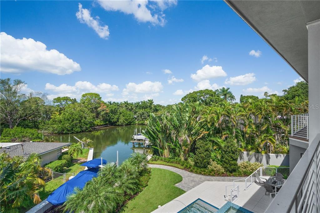 Single Family Home for sale at 1545 Mallard Ln, Sarasota, FL 34239 - MLS Number is A4415376