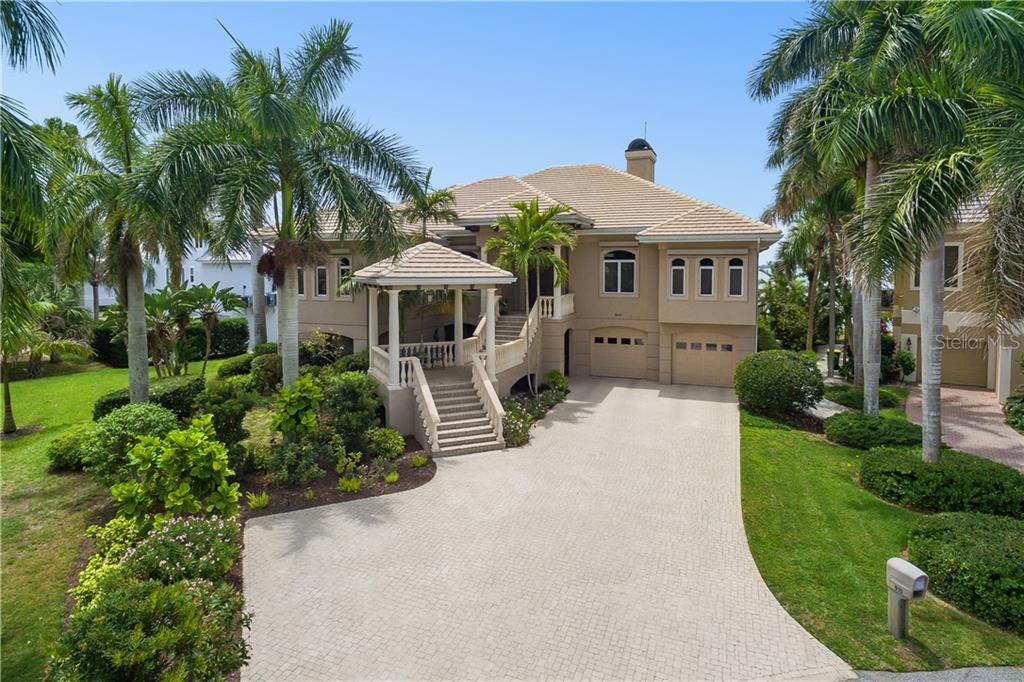 Single Family Home for sale at 910 Whitakers Ln, Sarasota, FL 34236 - MLS Number is A4434773