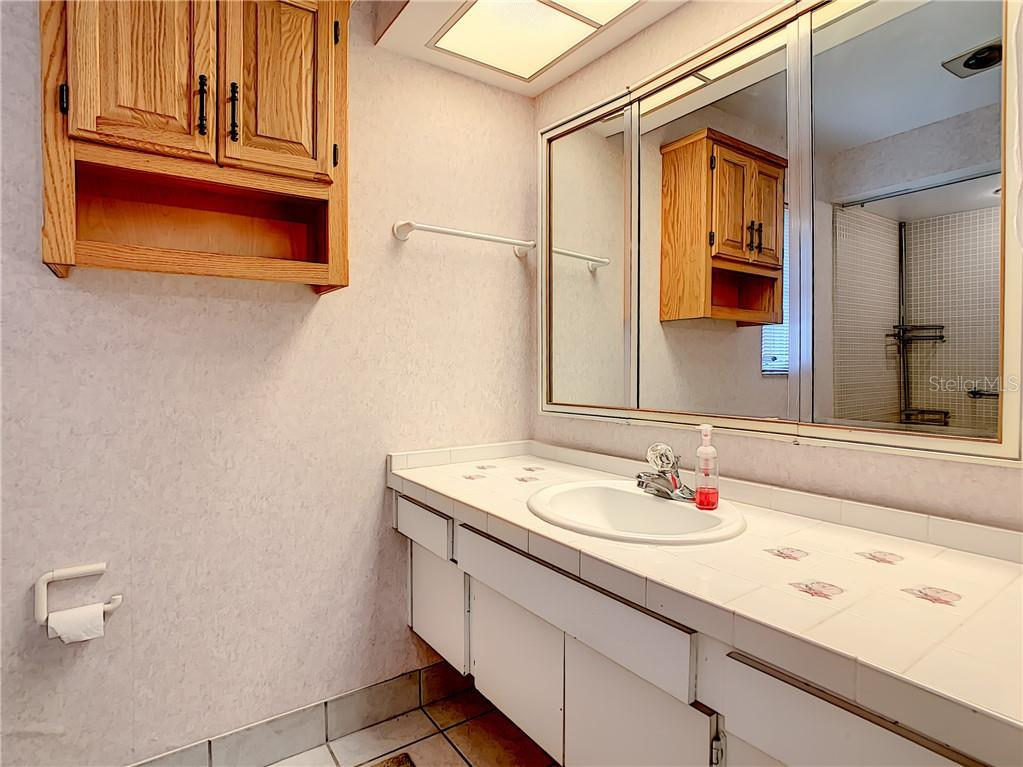Large sink/vanity in the master bathroom. - Single Family Home for sale at 7006 18th Ave W, Bradenton, FL 34209 - MLS Number is A4450658