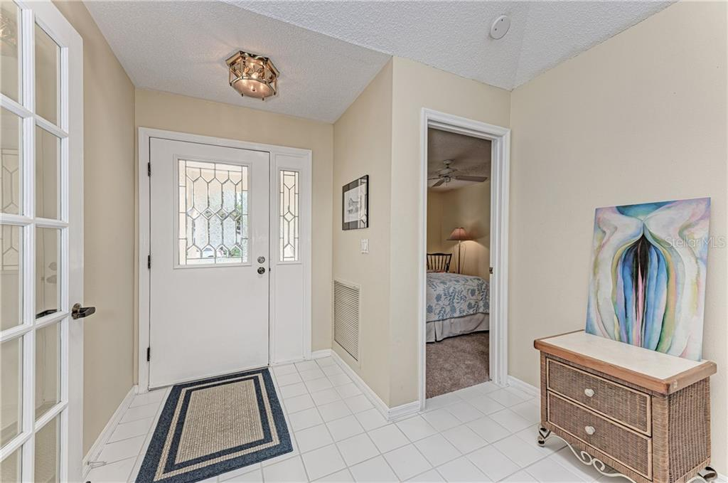 Large foyer with skylight that creates a wonderfully bright entrance - Single Family Home for sale at 2980 Heather Bow, Sarasota, FL 34235 - MLS Number is A4450964